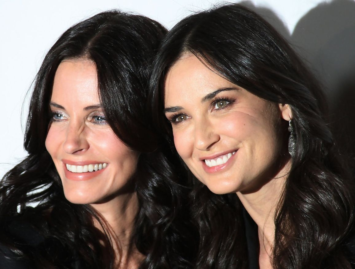 """demi-moore-and-courteney-cox-look-like-twins-as-they-pose-together-for-new-pic"""