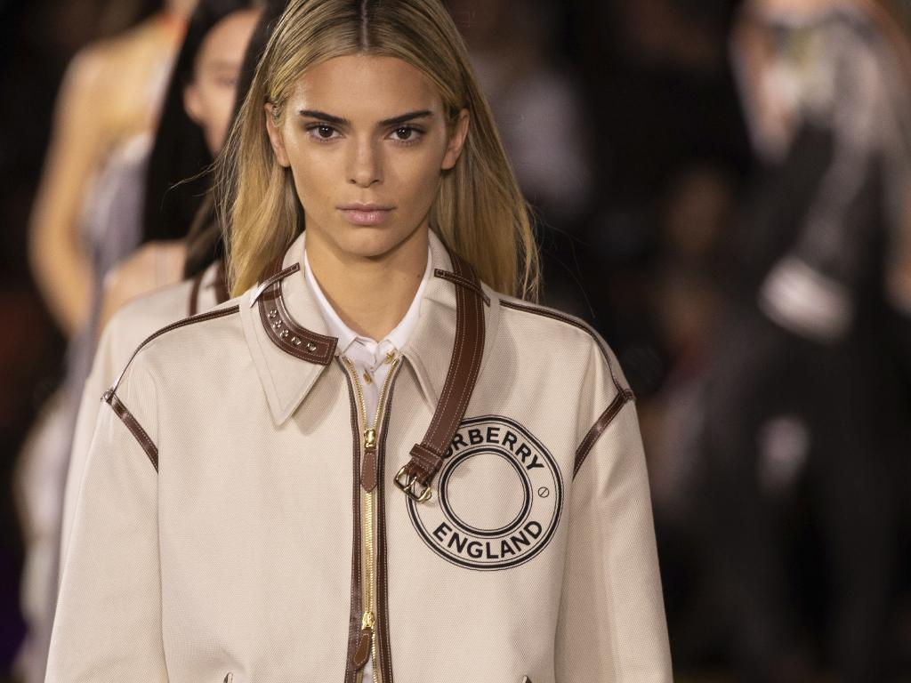 """""""kuwk-kendall-jenner-looks-stunning-with-blonde-hair-on-the-runway-check-out-the-new-style"""""""