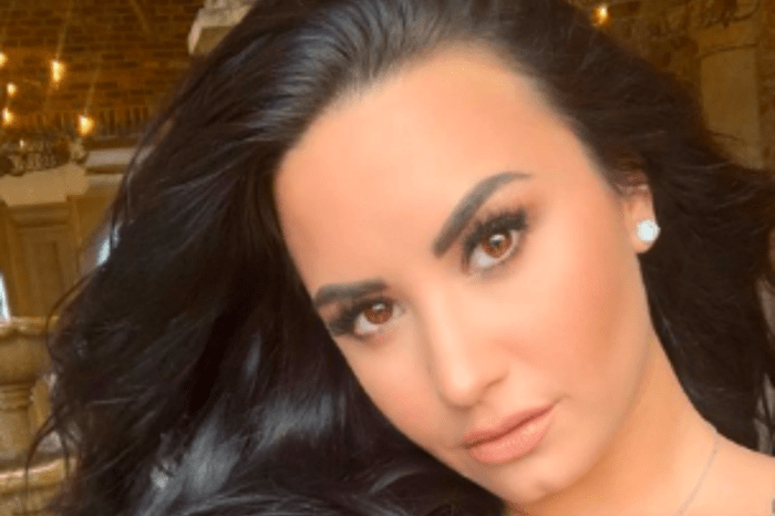 Demi Lovato Snapchat Hacked Fans Defend Singer After Intimate Photos Are Leaked