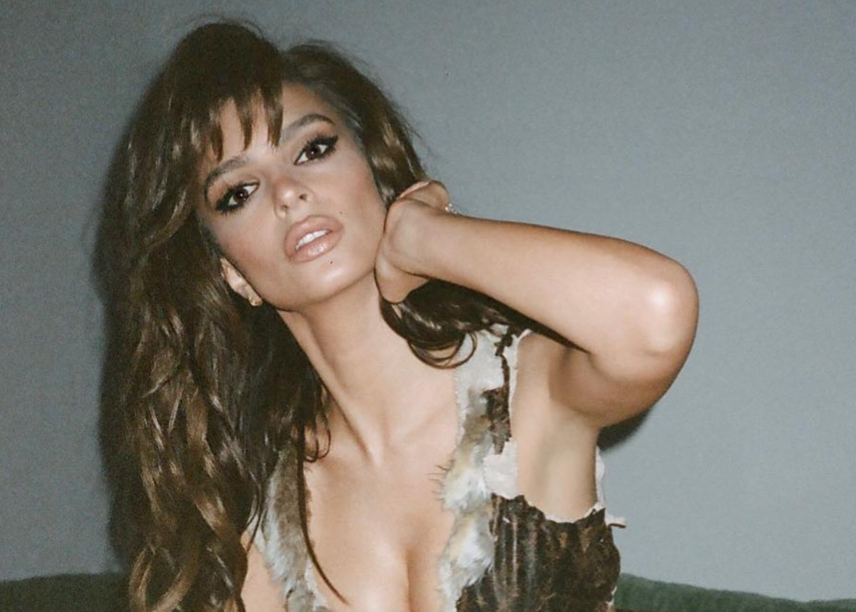 """emily-ratajkowski-as-raquel-welch-may-be-the-best-halloween-costume-yet"""