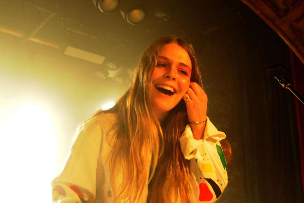 Maggie Rogers Calls Out Sexist Behavior During Her Concert