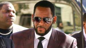 R. Kelly Has Found One Defender -- Mysterious Jail Inmate Writes This Surprising Letter Explaining The Danger The R&B Star Is Facing Behind Bars