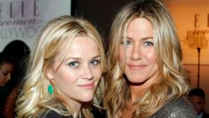 Jennifer Aniston And Reese Witherspoon Recreate 'Friends' Scene 2 Decades After Starring As Sisters On The Show!