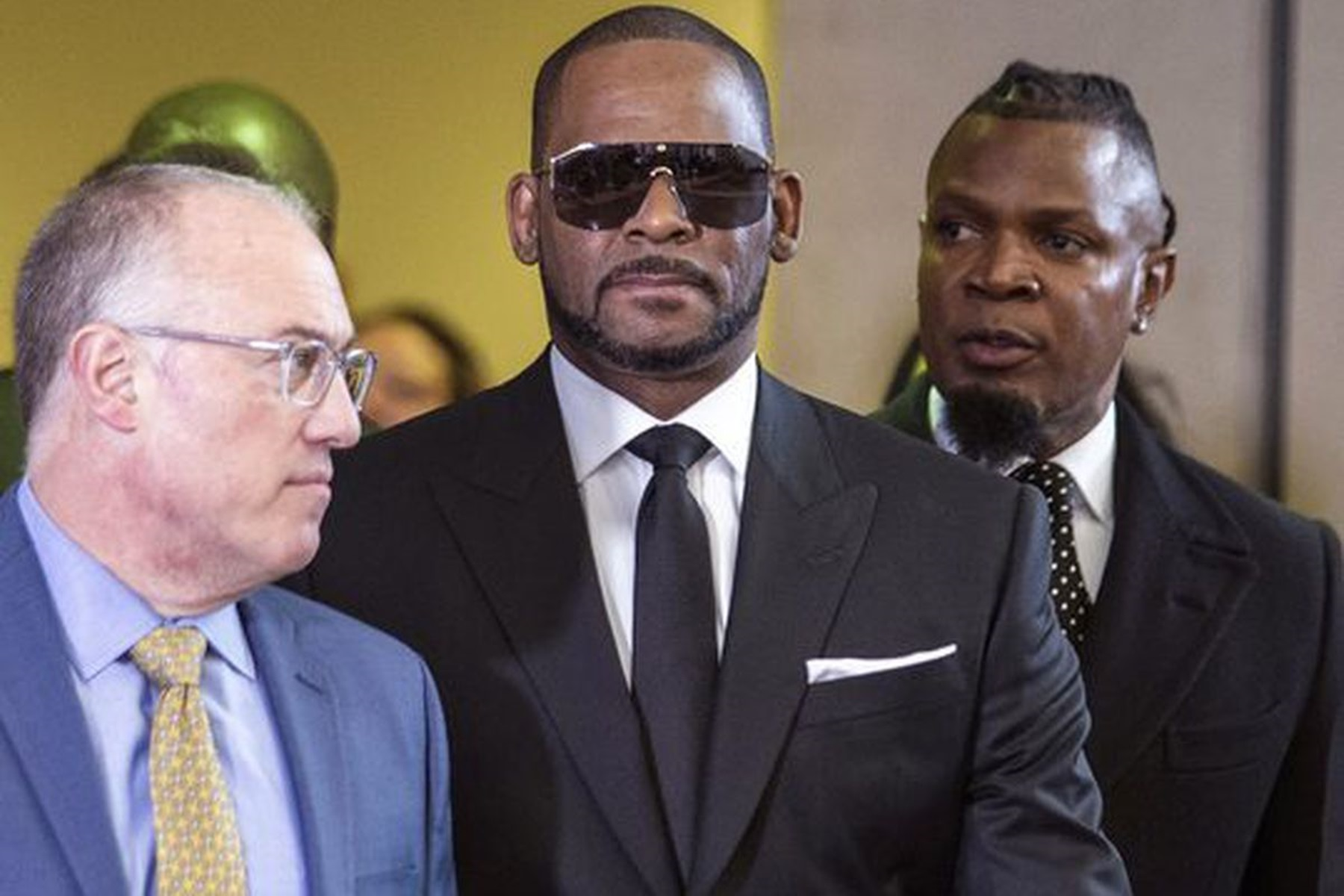 """""""r-kelly-accused-of-a-new-crime-rb-star-allegedly-attempted-to-blackmail-his-victims-by-doing-this"""""""