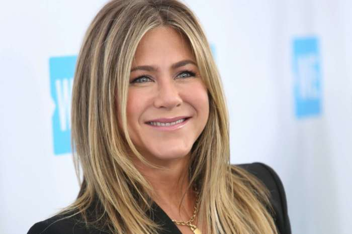 Jennifer Aniston Joins Instagram And Her First Post Is An Epic 'Friends' Reunion Pic!