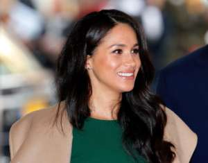 Meghan Markle Awkwardly Tries To Hug A Curtsying One World Summit Organizer And It's Super Awkward - Watch!