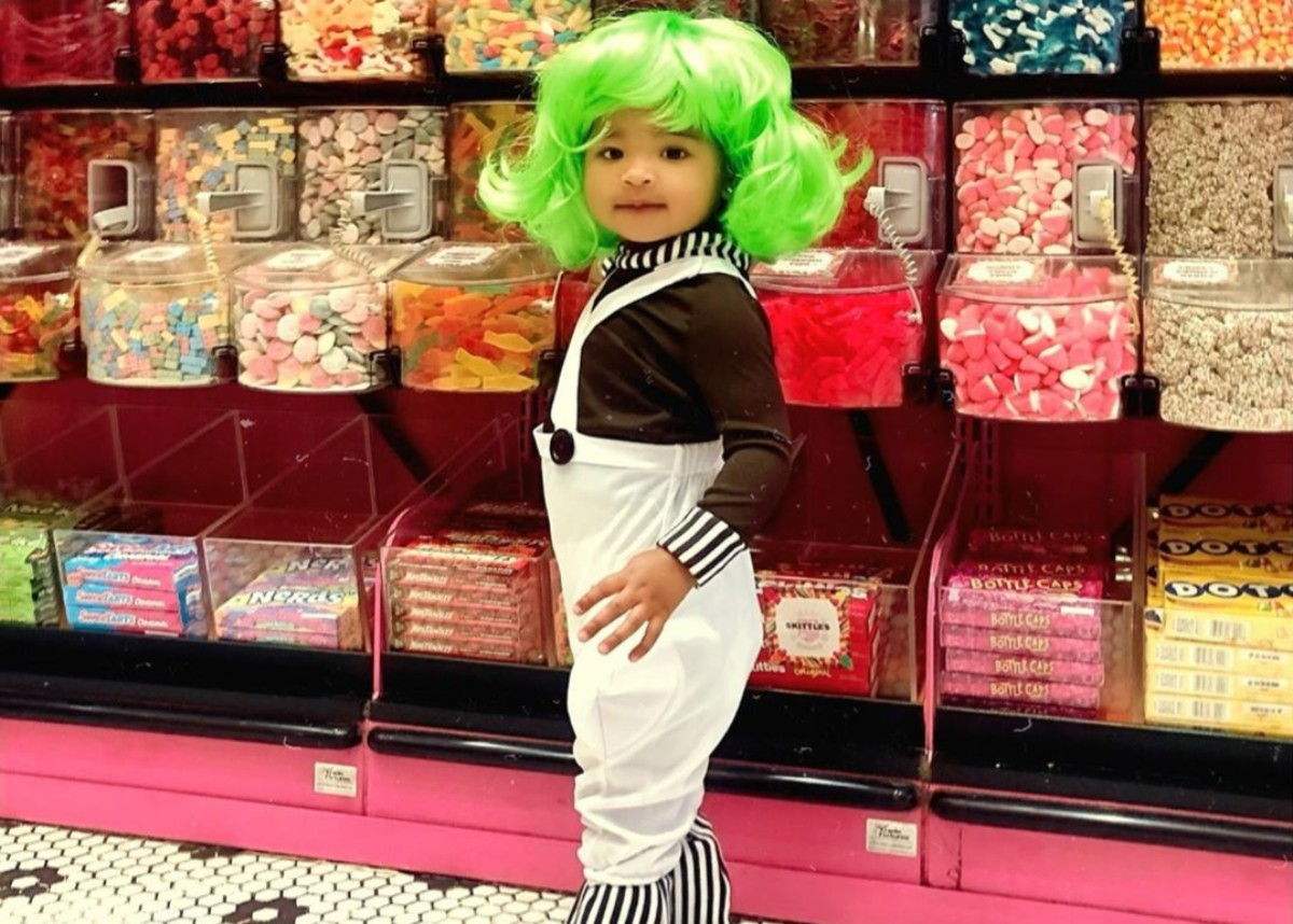 """khloe-kardashian-dresses-true-thompson-as-an-oompa-loompa-and-takes-her-to-a-candy-store-for-halloween"""