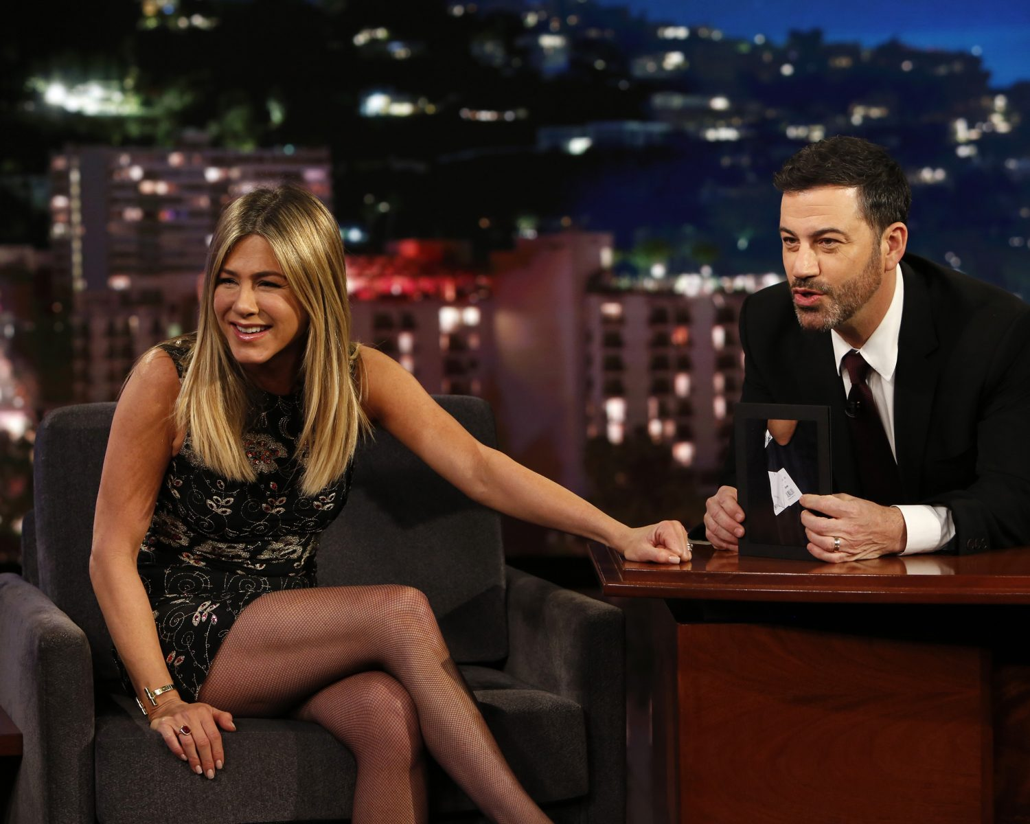 Jennifer Aniston makes 'Fakesgiving' enchiladas for Jimmy Kimmel