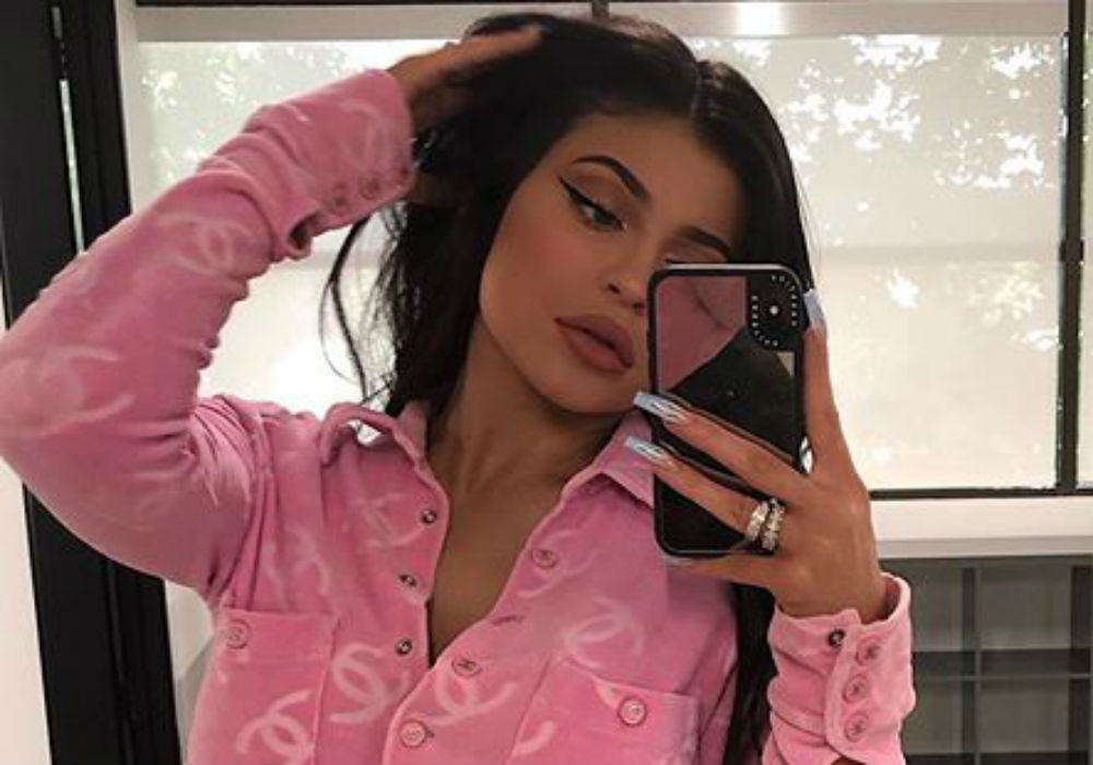 """kuwk-kylie-jenners-promotes-her-rise-and-shine-hoodies-on-snapchat-and-it-results-in-complaint-from-trademark-holder"""