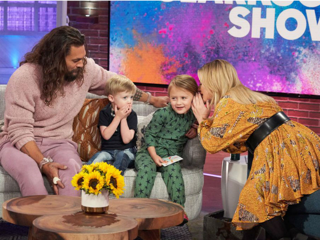 """kelly-clarksons-kids-grill-jason-momoa-about-aquaman-in-adorable-video"""