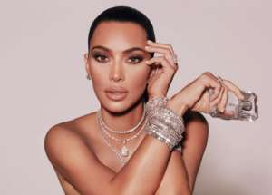 Does Kim Kardashian Have Six Toes On Her Left Foot? Internet Trolls Are Foot-Shaming Reality Star