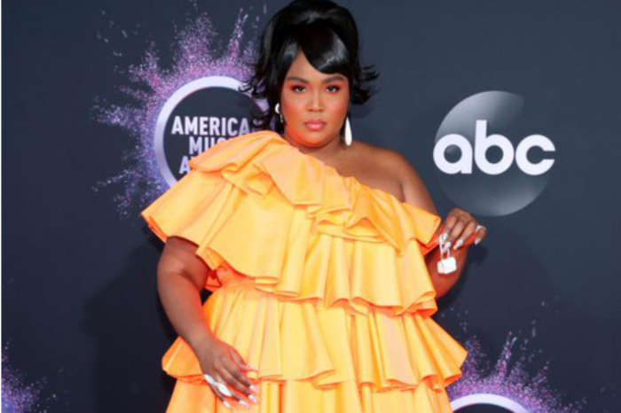 Lizzo's Tiny Purse At The AMAs Won The Red Carpet & Fans Can't Stop Talking About It