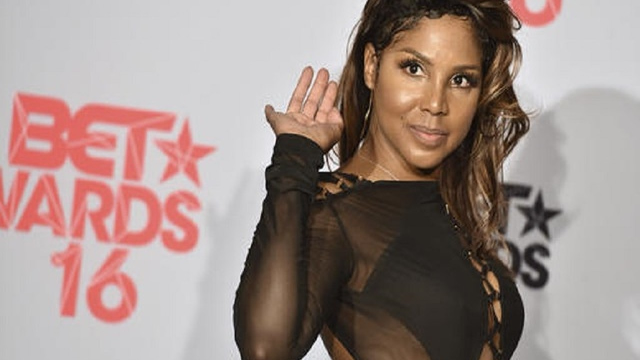Toni Braxton Shared A Video To Show Fans How She Walked Into The Weekend And They Praise Her Beauty