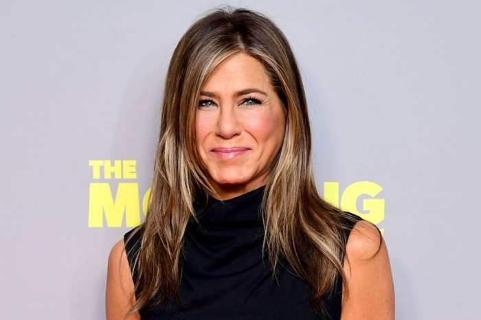 Jennifer Aniston Celebrates Her 'Friends' Co-Stars During 'People's Icon Award' Acceptance Speech!
