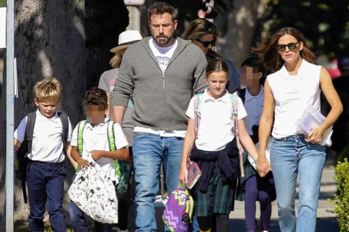 Ben Affleck And Jennifer Garner Photographed Taking Their Kids To See A Film On Thanksgiving Proving Again That They're Great Co-Parents