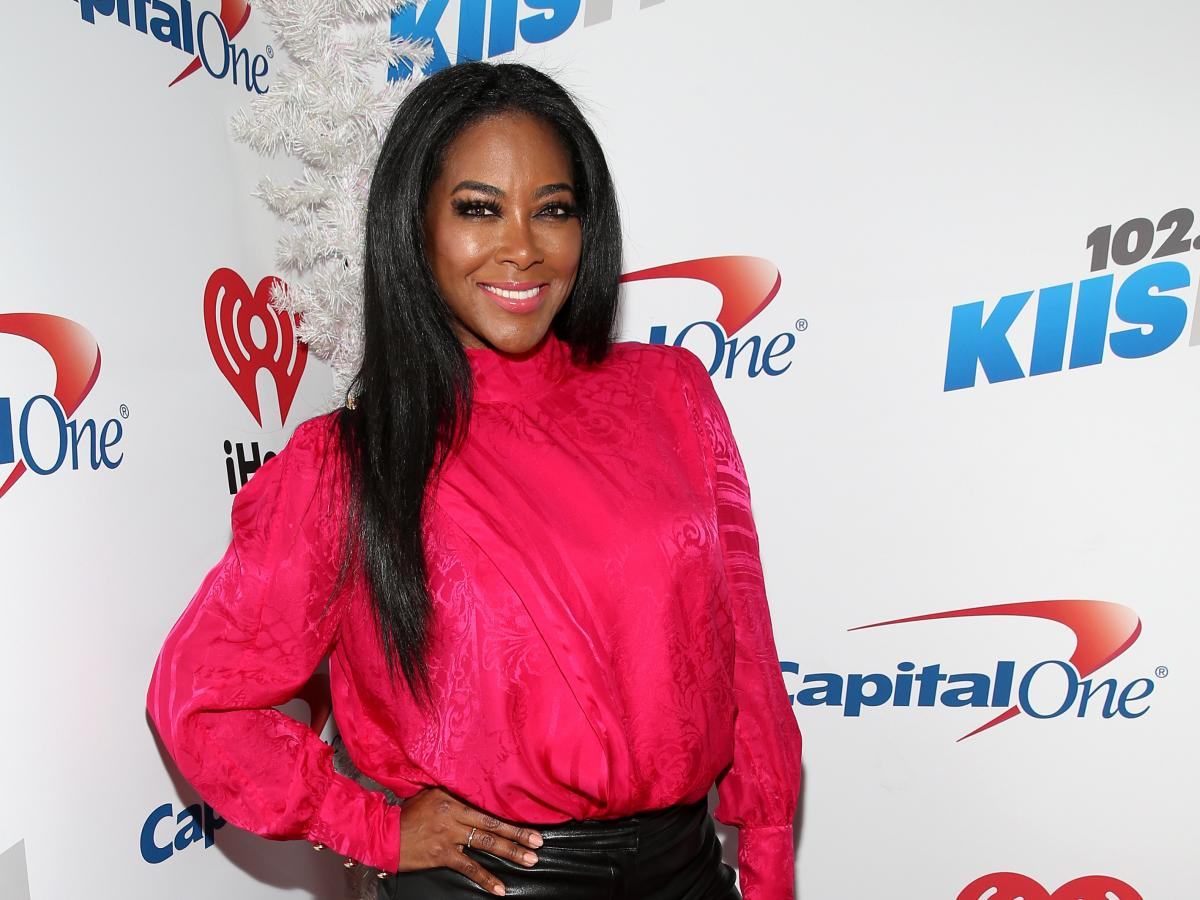 Kenya Moore Does Her Makeup In A Video And Fans Praise The Beauty Queen's Skin