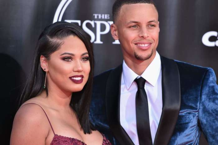 Ayesha And Steph Curry Pose With Their 3 Kids In Their Most Adorable Family Picture Yet - Check It Out!
