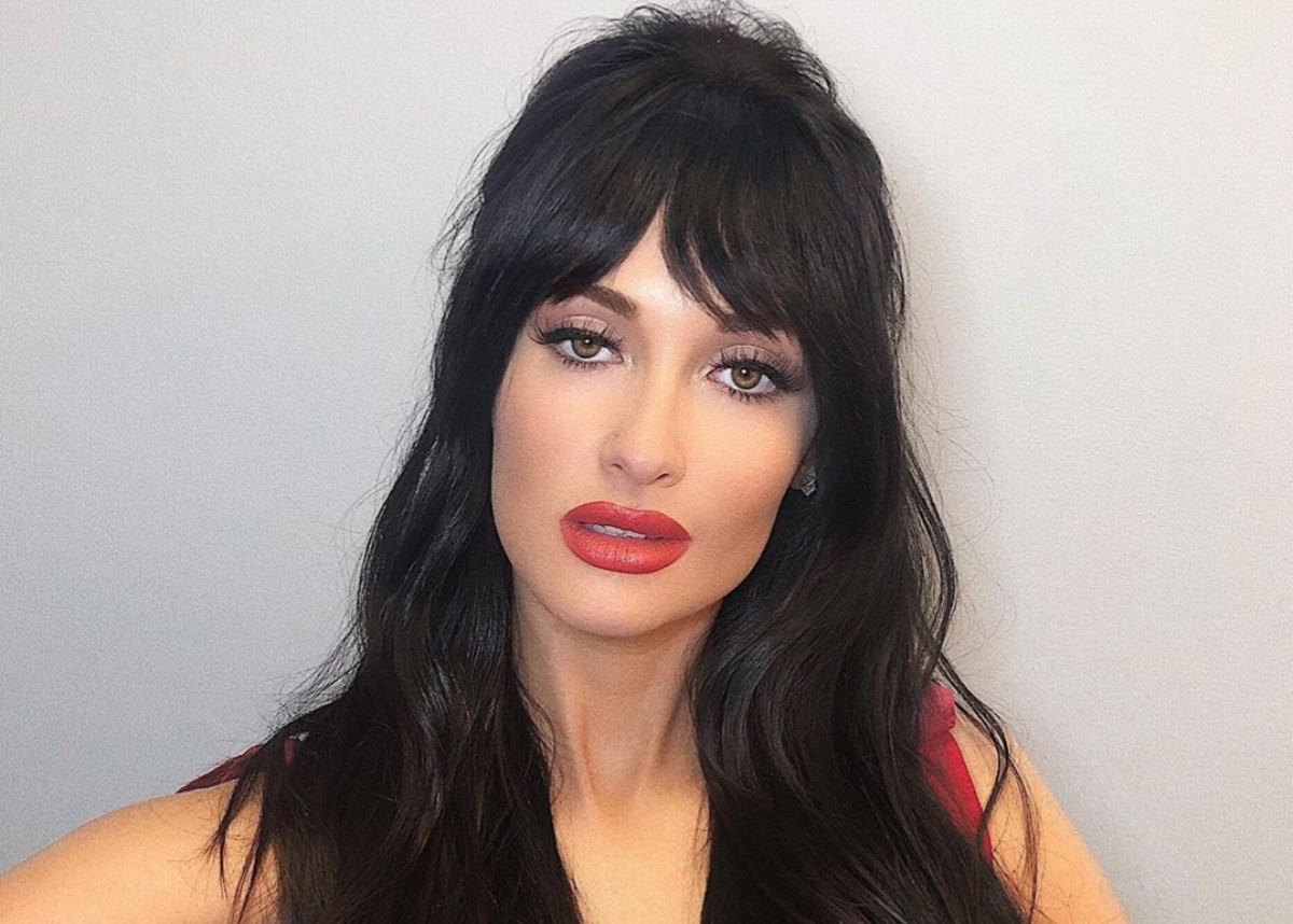 """kacey-musgraves-is-going-viral-for-her-new-bangs-as-her-amazon-christmas-special-draws-praise"""