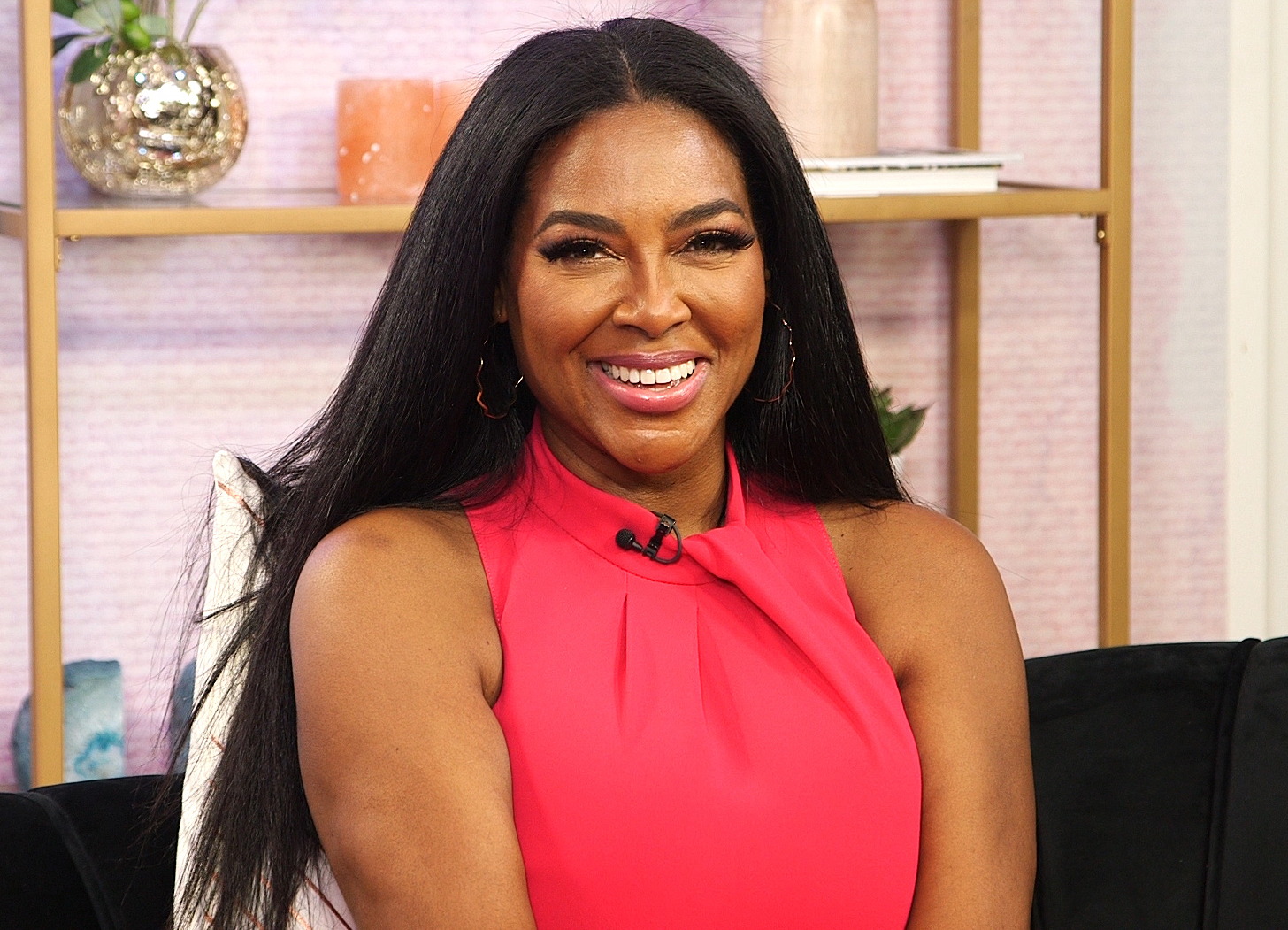 Kenya Moore Looks Gorgeous In White And Fans Say That It's No Wonder That The RHOA Ladies Are Jealous - See Her Latest Photo