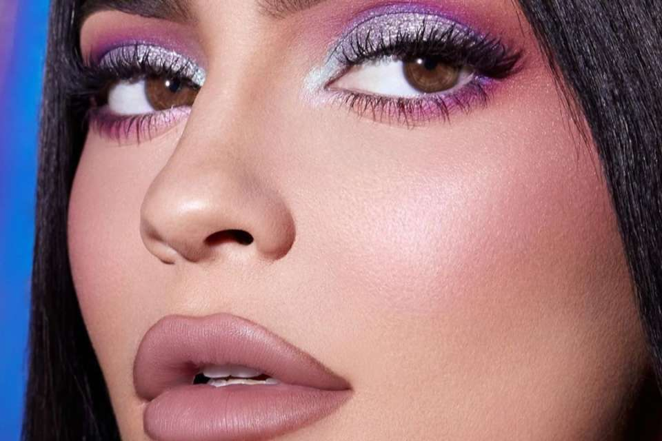 Kylie Jenner Demonstrates How She Makes Her Lips Look Twice Their Size — Check Out The Video