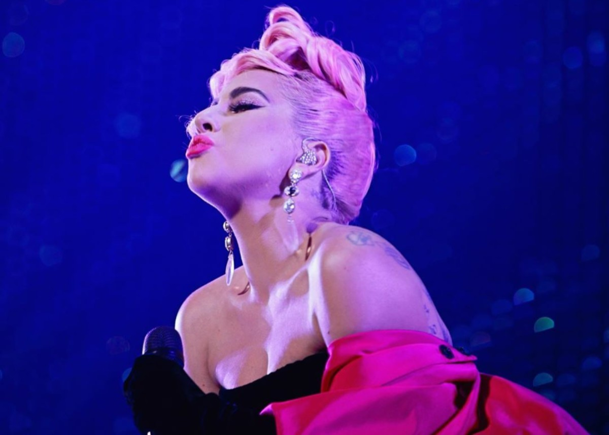 """lady-gaga-closes-out-2019-with-new-years-eve-jazz-and-piano-show-at-las-vegas-residency"""