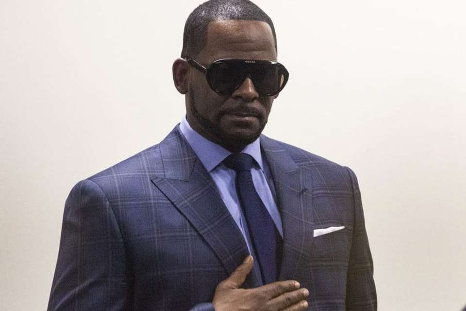 R. Kelly's Phobia Of Being In A Plane Has Forced Authorities To Make This Change In His Ongoing Court Drama