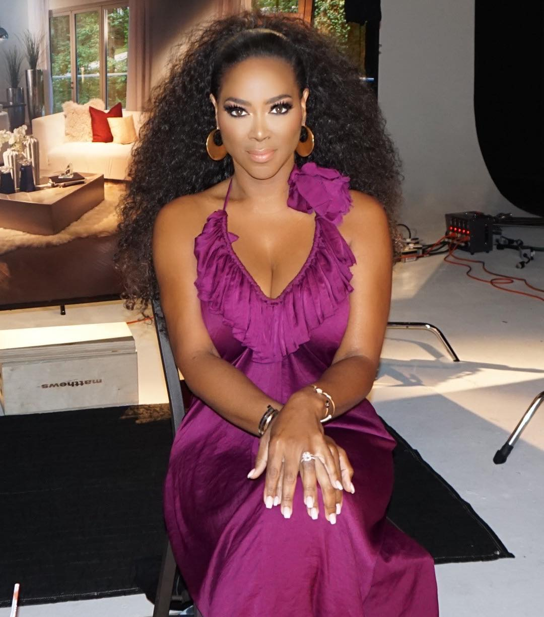 Kenya Moore Shows Off Her Spectacular Abs, Wearing Only Underwear And Tiny Harris Calls Her A 'Bad Bi*ch'