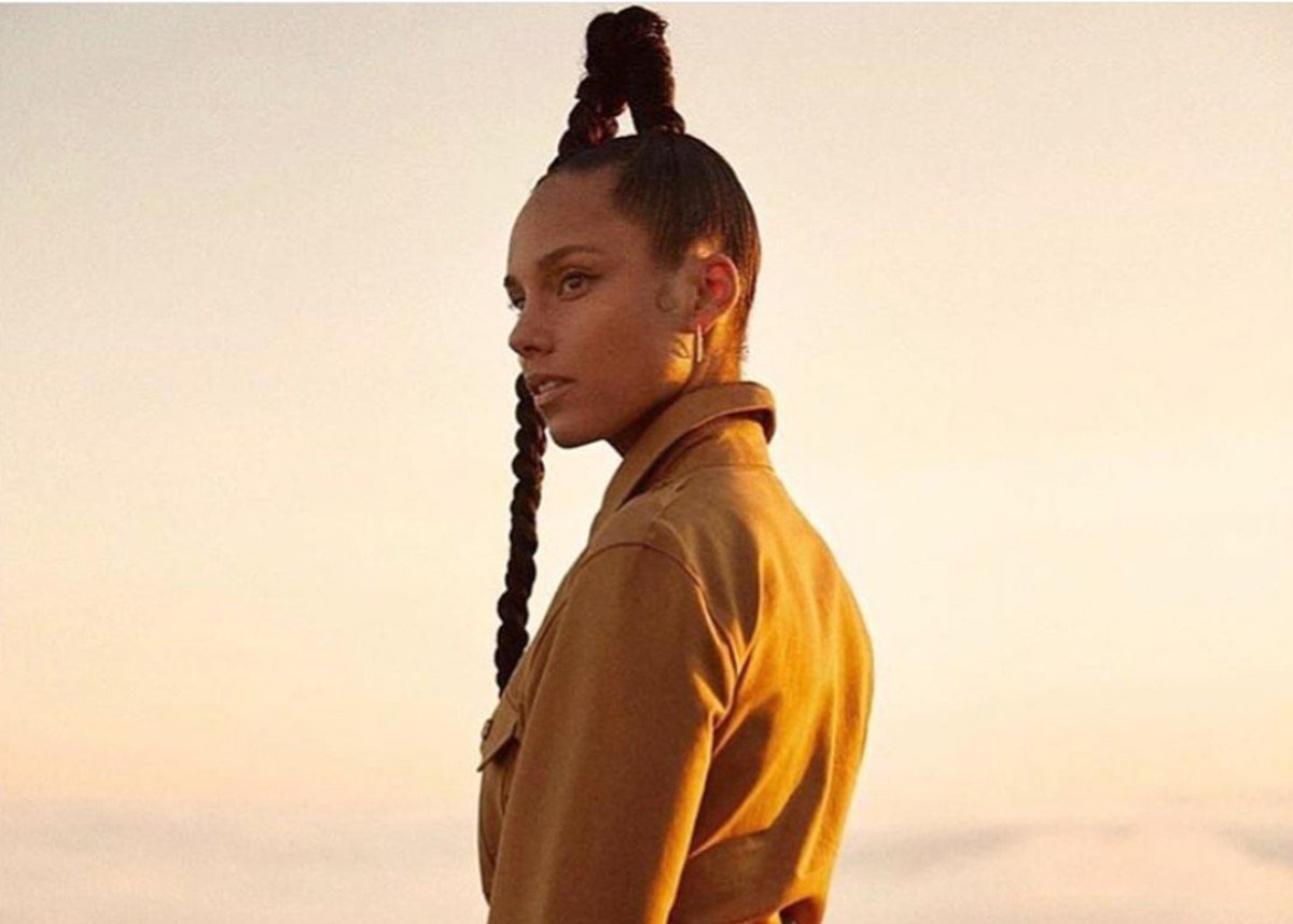 """""""alicia-keys-is-sporting-a-braid-so-long-it-puts-kylie-jenner-to-shame"""""""
