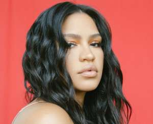 Cassie Bonds With Her Pretty Baby Daughter Frankie In New Video -- Alex Fine's Ladies Are Doing Great