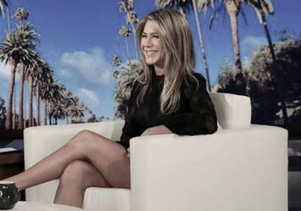 Jennifer Aniston Surprises Friends Fans While Guest Hosting Ellen DeGeneres' Talk Show