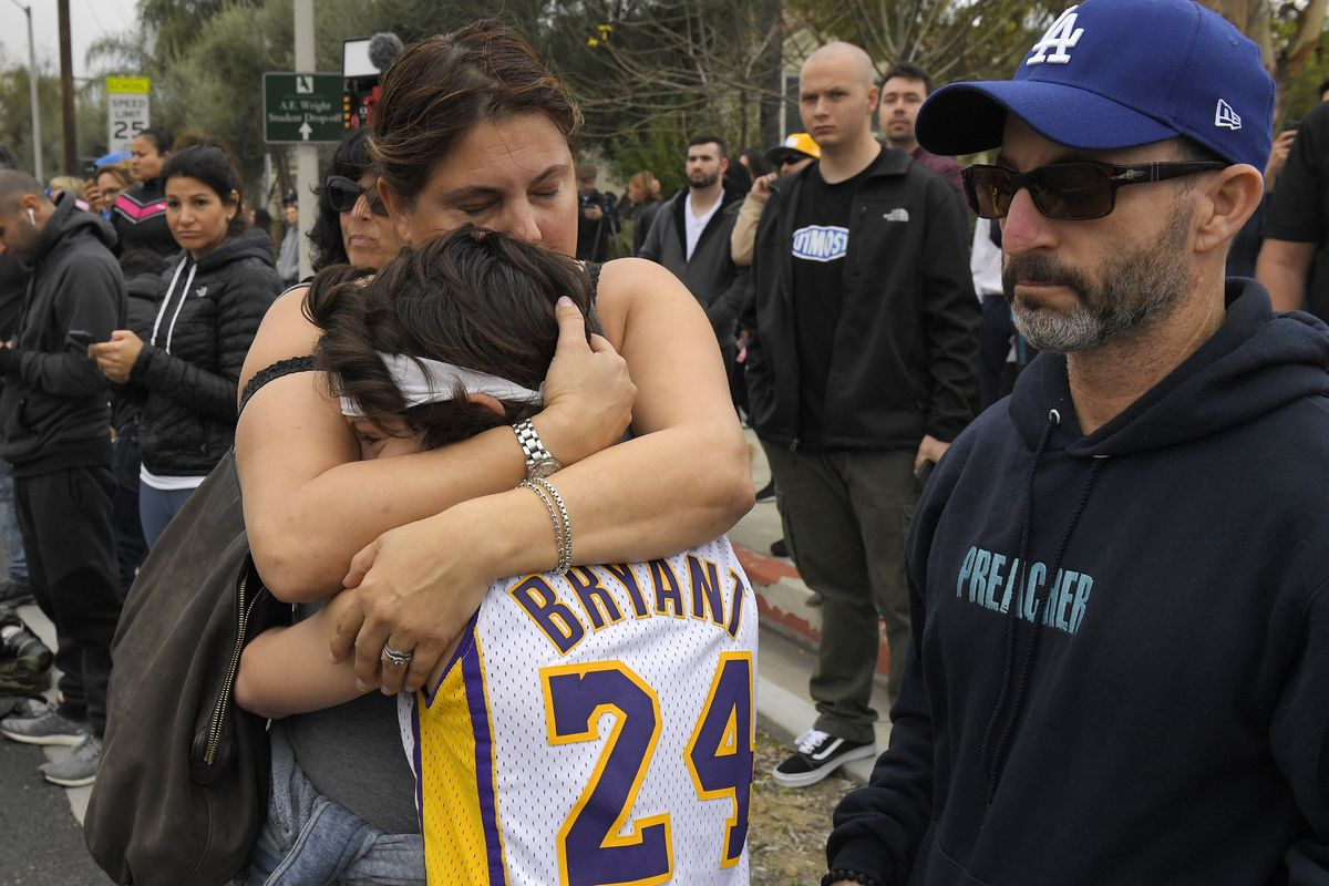 """""""kobe-bryant-fans-gather-at-the-scene-of-the-helicopter-crash-to-pay-their-respects"""""""