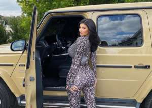 Kylie Jenner Shows Off Fabulous Curves While Posing Next To Her Mercedes-Benz SUV