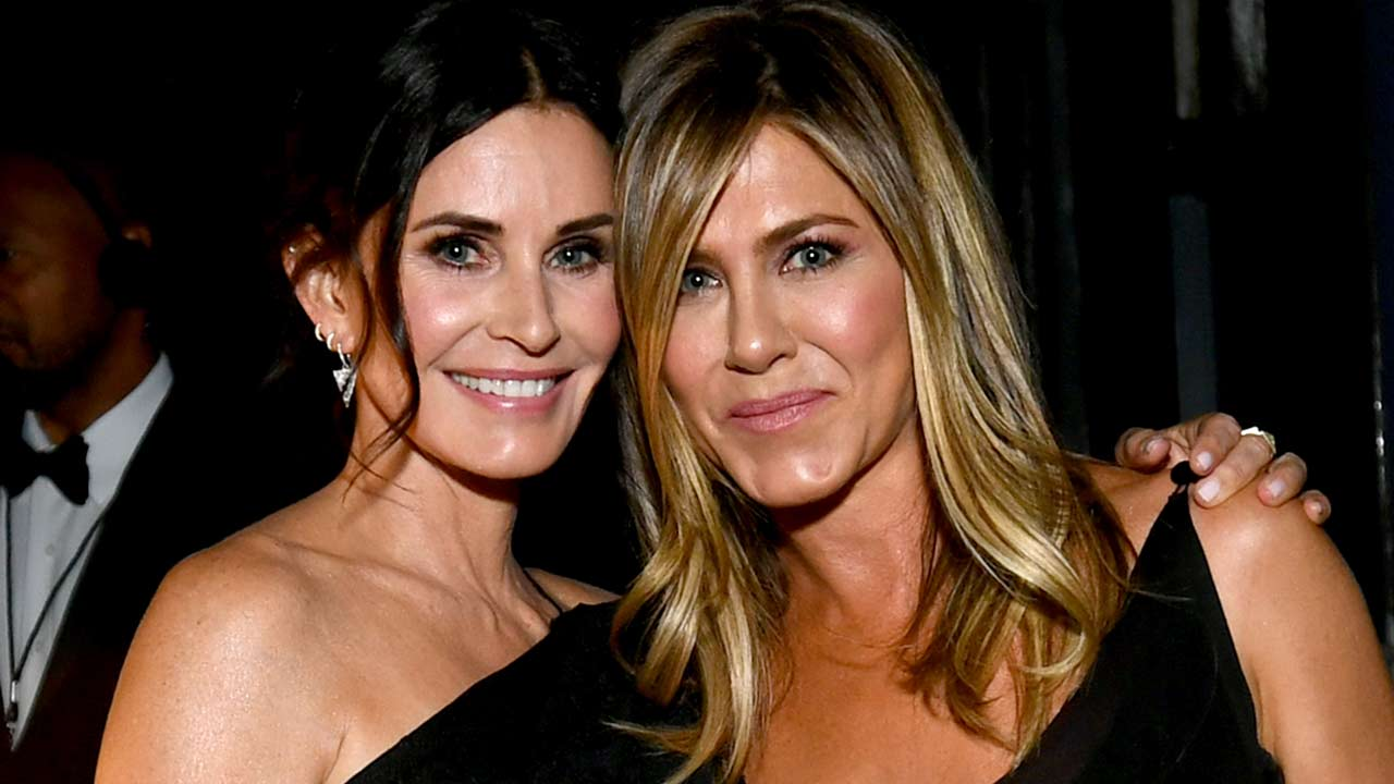 """""""jennifer-aniston-and-courteney-cox-inside-their-incredible-friendship"""""""
