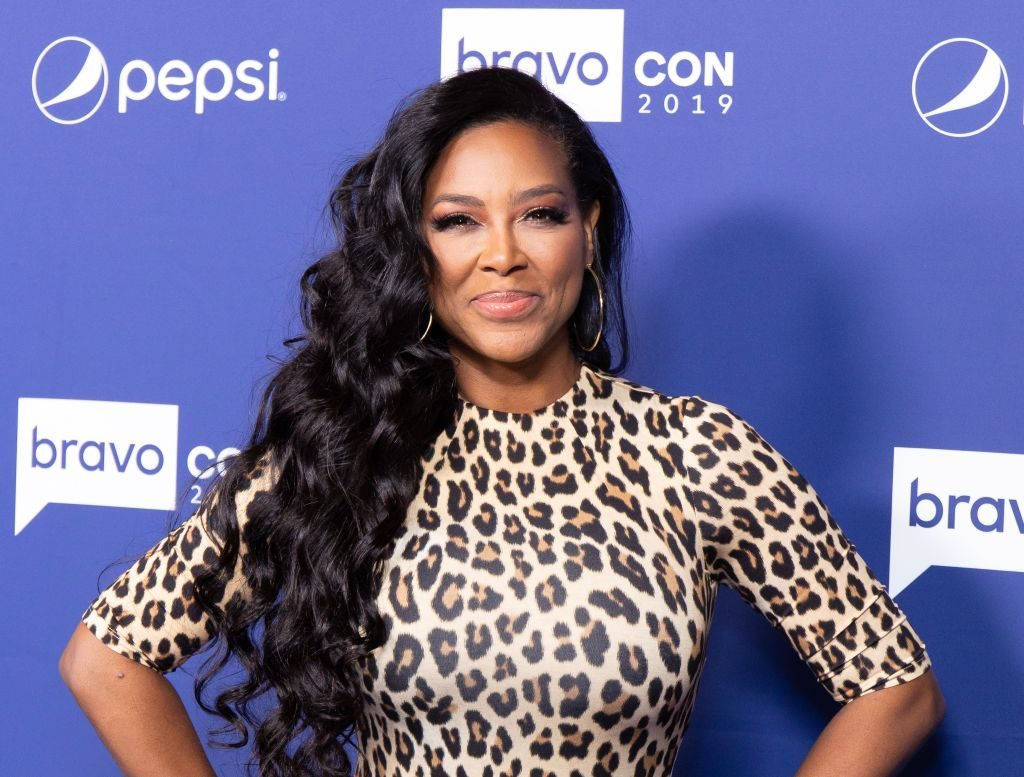 Kenya Moore Shows Off Her Amazing Natural Hair And fans Cannot Get Enough Of Her Beauty - See The Clips