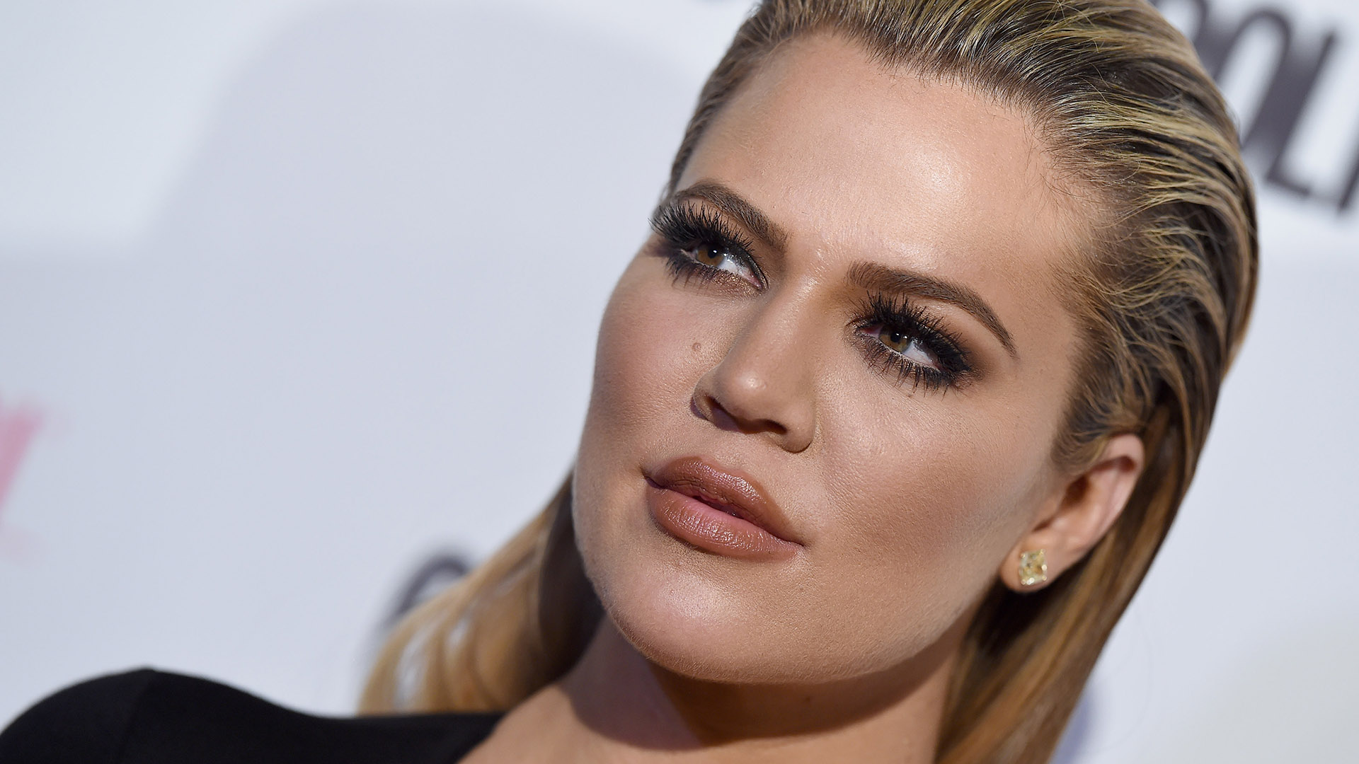 """kuwk-khloe-kardashian-shows-off-her-massive-lips-in-new-pic"""