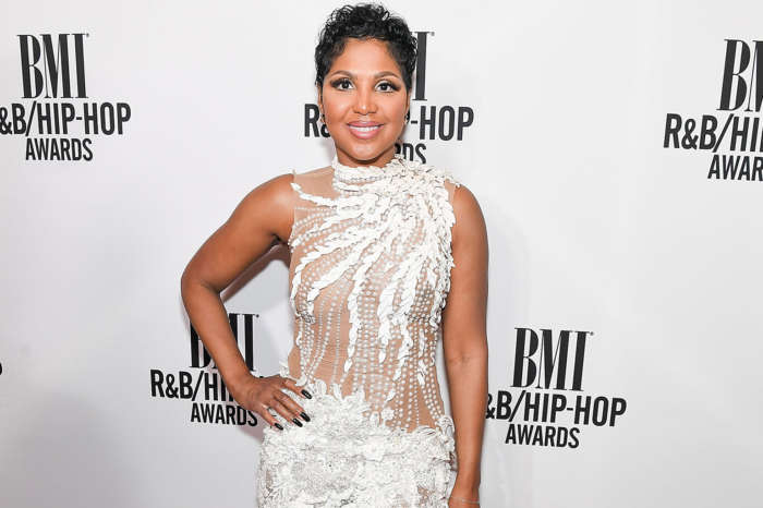 Toni Braxton Shares A Lot Of Skin In A Jaw-Dropping Pink Dress At The Grammys