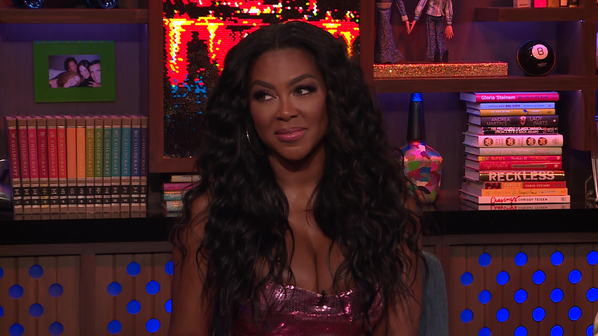 """""""kenya-moores-fans-are-debating-rhoa-on-her-social-media-account-the-famous-wig-issue-comes-up"""""""