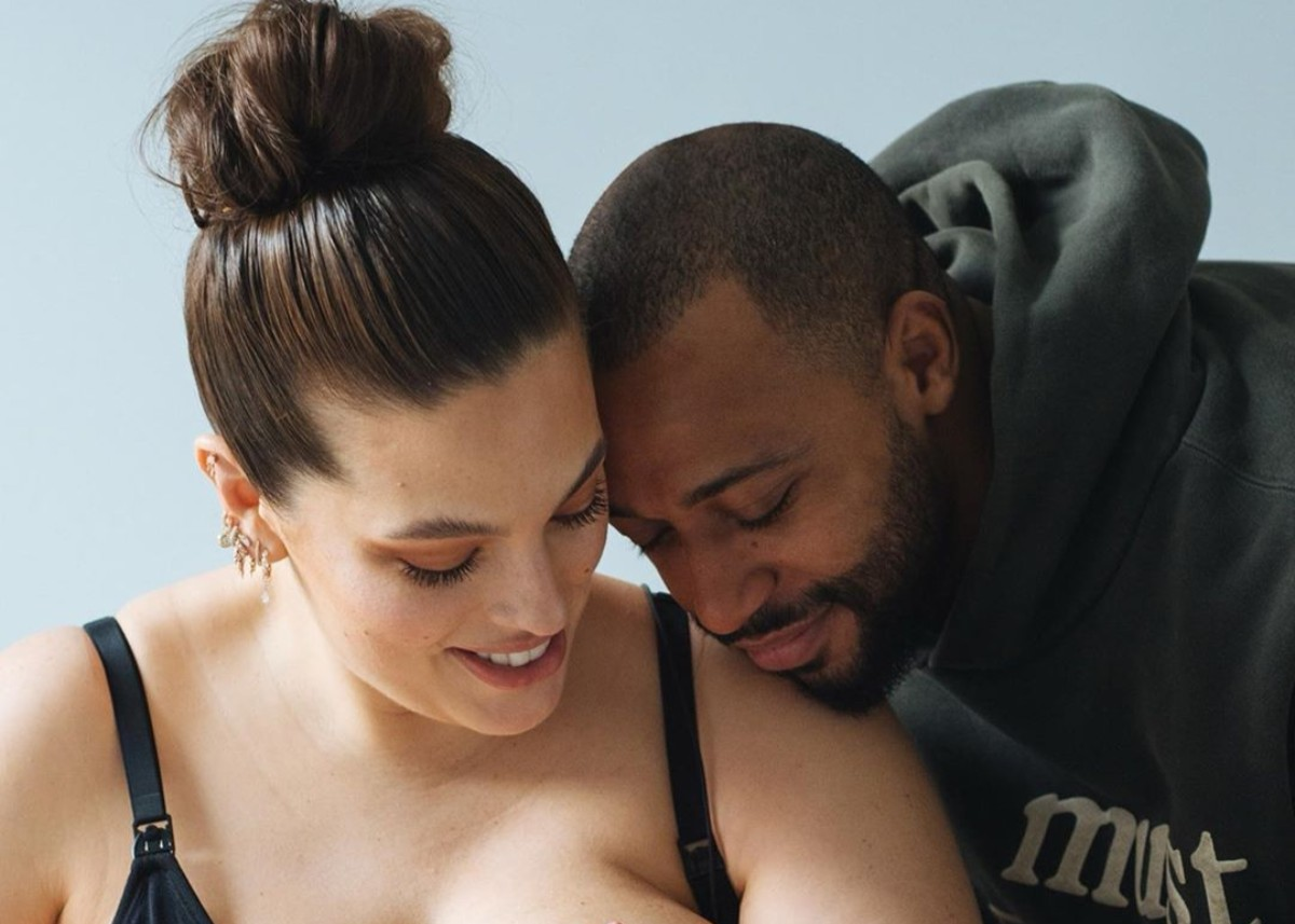 """ashley-graham-reveals-she-had-a-water-birth-with-isaac-as-she-shares-new-breastfeeding-photo"""