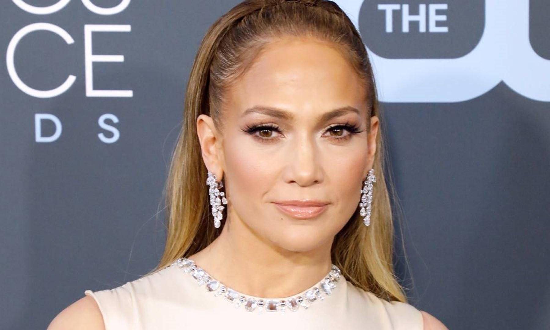 SUPER BOWL: Jennifer Lopez, Shakira put on one hot halftime show