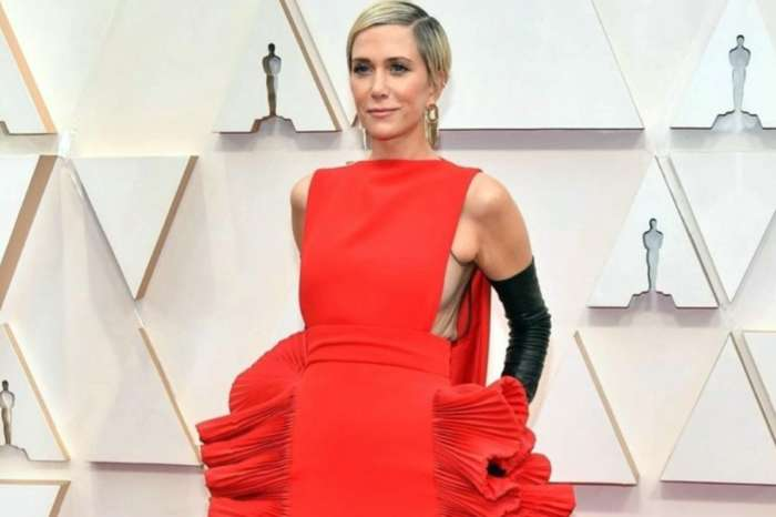 Kristen Wiig Sparks Memes With Valentino Haute Couture Oscar Dress — Compared To A Pan Of Lasagna And Lobster