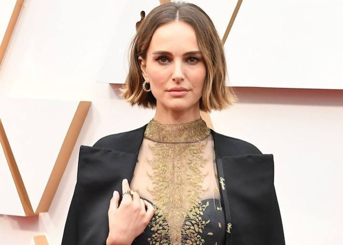 """""""natalie-portman-wore-christian-dior-to-the-oscars-and-honored-female-directors-with-a-special-fashion-statement"""""""