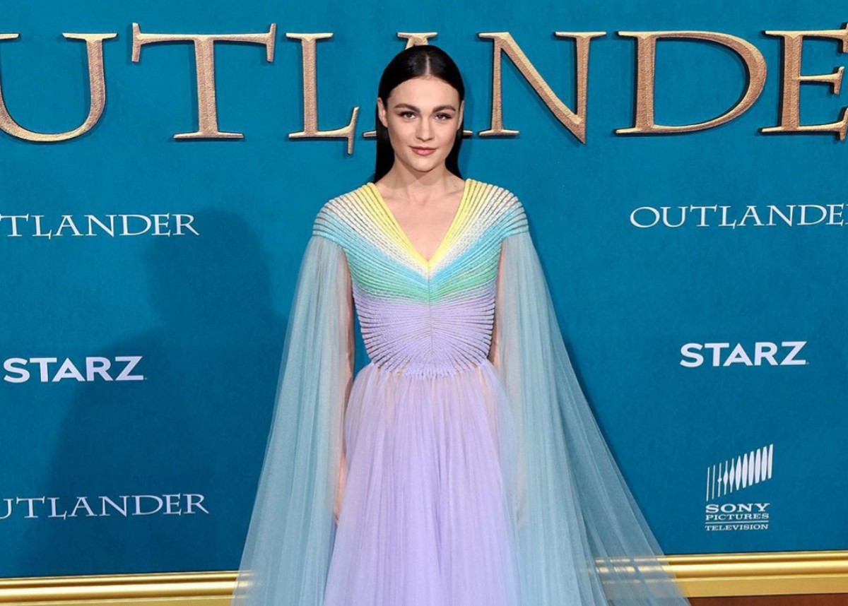 """""""sophie-skelton-puts-her-curves-on-full-display-in-breathtakingly-beautiful-sheer-gown-at-the-outlander-premiere"""""""