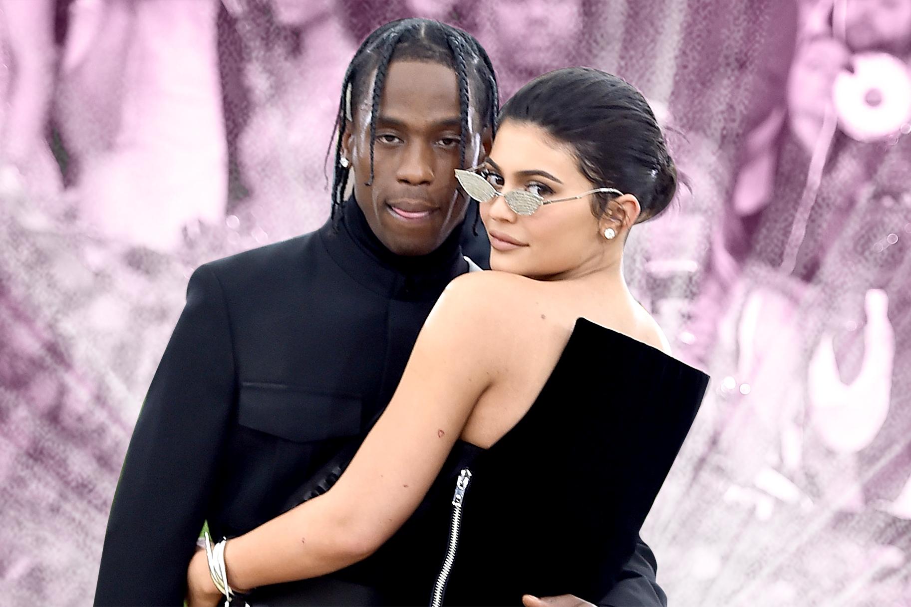 Kim and Kourtney Kardashian get physical in new 'KUWTK' trailer