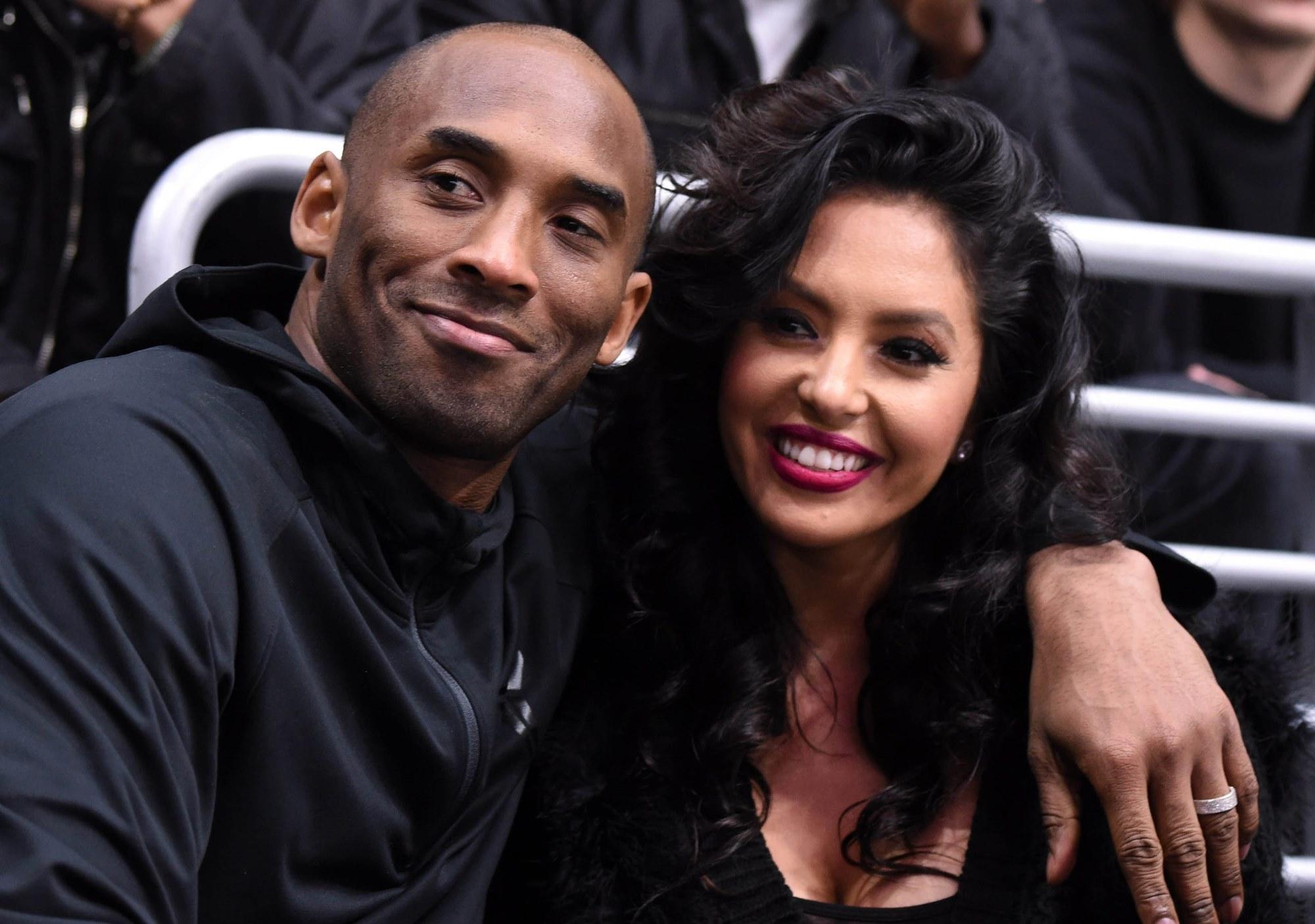 Kobe Bryant Vanessa Tribute With Daughters
