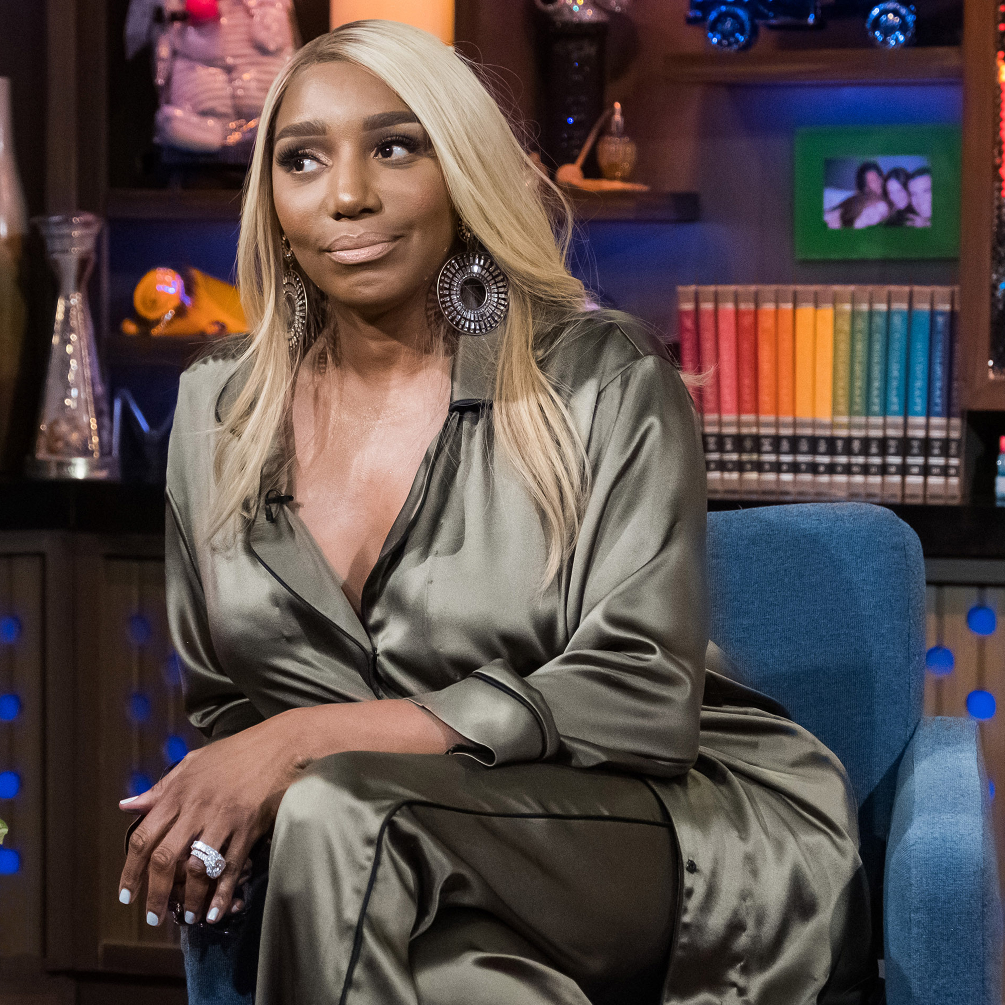 """nene-leakes-flexes-for-the-camera-and-decides-to-work-out-at-home"""