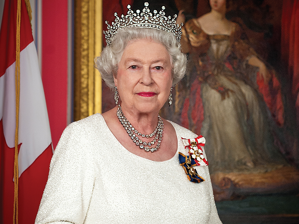 Queen Elizabeth II Moves From Buckingham Palace Amid ...