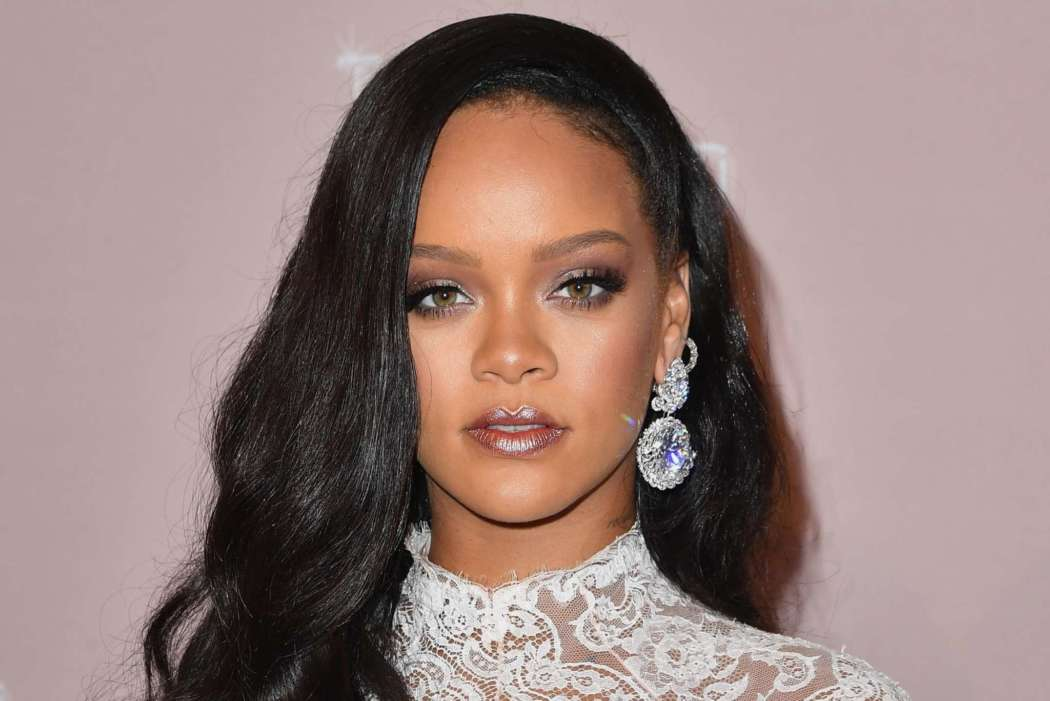 rihanna-reveals-shell-be-releasing-a-new-album-with-no-particular-format