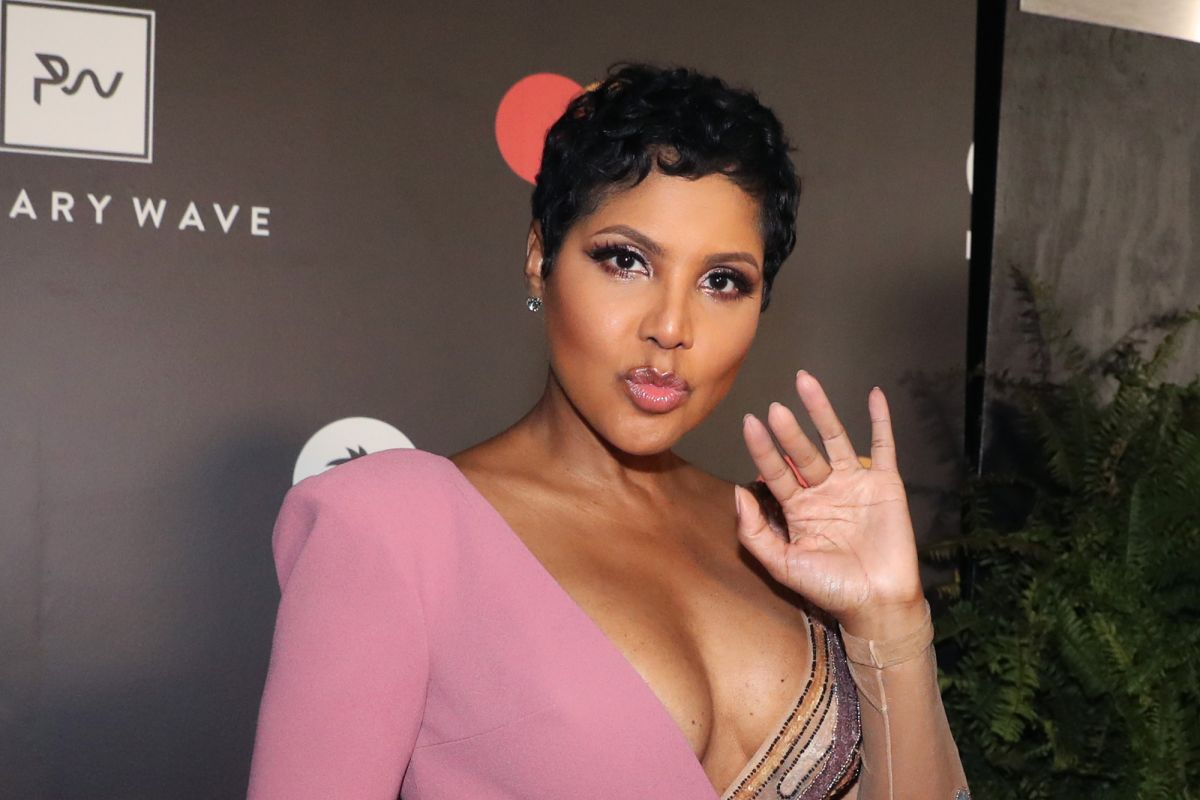Toni Braxton Is Playing With A Louis Vuitton face Mask And Some Fans Criticize Her
