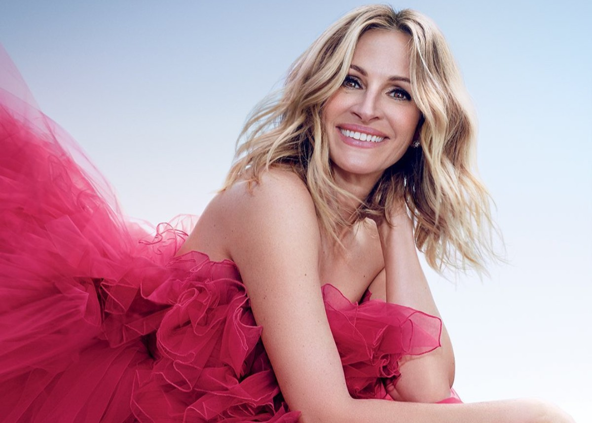"""julia-roberts-is-the-face-of-lancome-perfume-la-vie-est-belle-intensement-fragrance"""