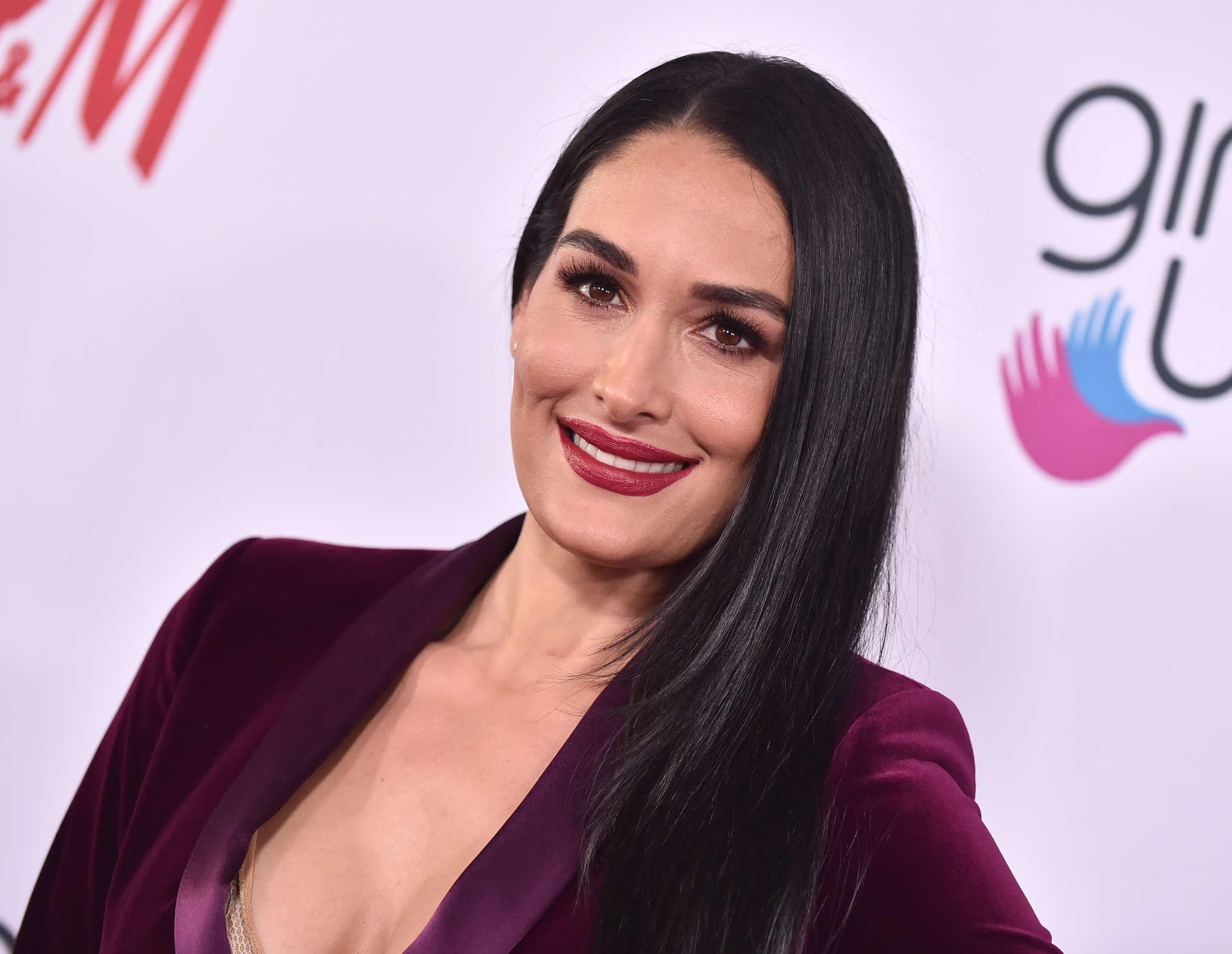 Nikki Bella Posts Makeup-Free And Grey Hair Pic And ...